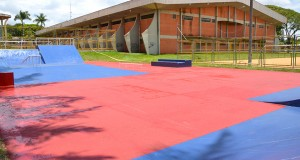 A pista de skate em Ubiratã está localizada nos fundos do Ginásio de Esportes - Valdir Silva
