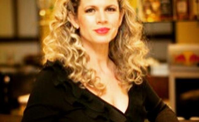 Antes de mudar de profissão e ingressar nesta carreira alternativa, Cida Marques passou pelas principais emissoras de TV brasileiras