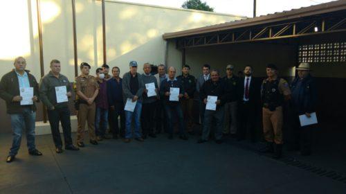 VALORES CÍVICOS: 2ª Companhia da PM faz homenagem a policiais aposentados e ato solene de hasteamento de bandeira nacional