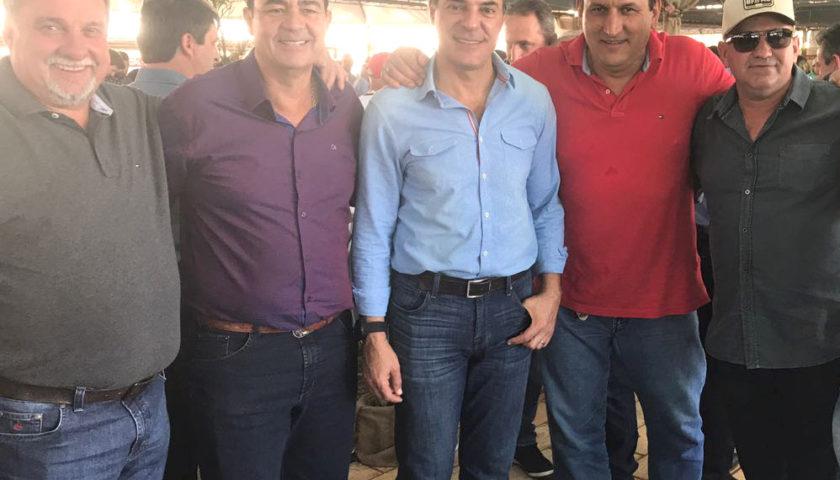 BOA ESPERANÇA: Ubiratanenses mantem contato com governador Beto Richa e lideranças estaduais durante festa da Vaca Atolada