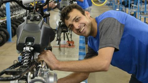 Emprego para trabalhadores jovens mais que dobra no Paraná