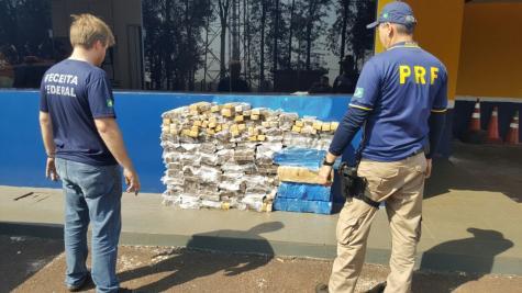 PRF apreende caminhão com 365 quilos de maconha em Ubiratã