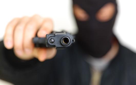 Resultado de imagem para homens encapuzados assaltam NA ZONA RURAL