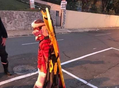 Paciente foge do pronto-socorro amarrado à 'prancha' do Samu