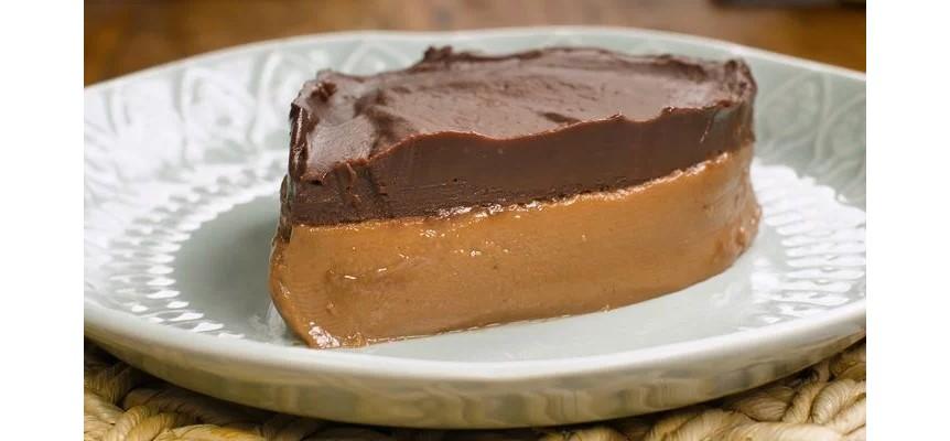 Sobremesa gelada de chocolate