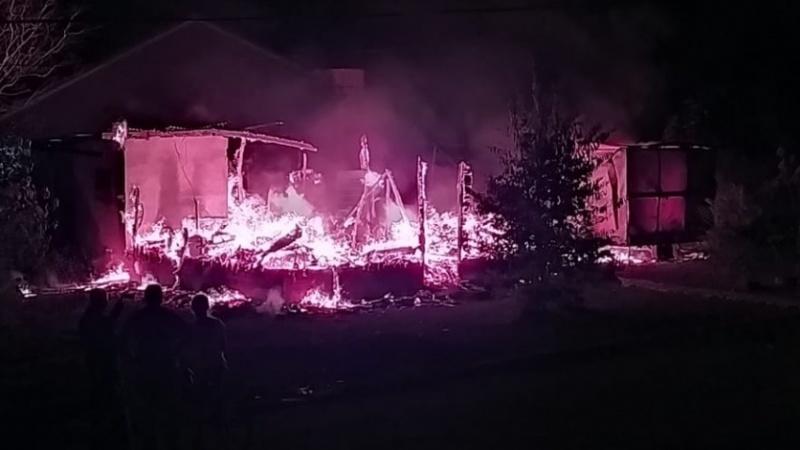 Casa é consumida pelo fogo em Juranda